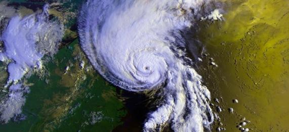 hurricane-63121_1920